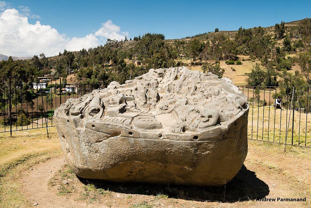 La piedra Sayhuite Inca: una misteriosa roca gigante que muestra más de 200 figuras geométricas y zoomorfas.